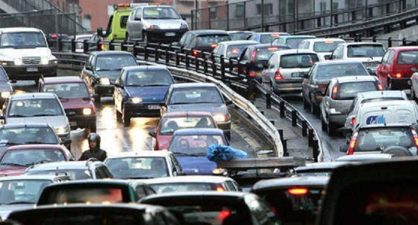 Traffico asfissiante e impossibile