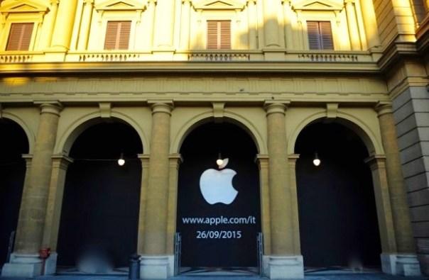 L'annuncio dell'apertura del nuovo Apple Store a Firenze