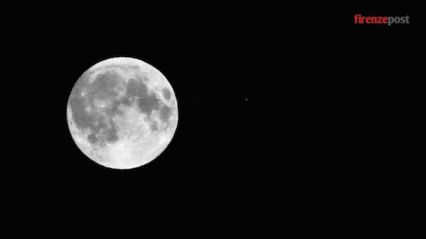 La Luna fotografata a Firenze alle 22.45 di domenica 27 settembre