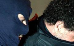 Firenze, aggredito con un coltello pensa sia uno scherzo e reagisce: i rapinatori scappano