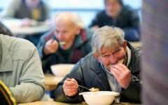Povertà, rapporto Caritas 2015: la Chiesa attacca il Governo. Che non ha fatto nulla per frenare la miseria dilagante
