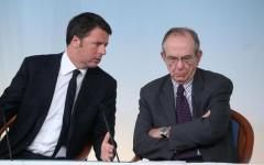 Il presidente del Consiglio Matteo Renzi e il ministro dell'Economia Pier Carlo Padoan