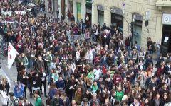 Firenze: #la buona scuola. Corteo di 1000 studenti, proteste contro Renzi e il Consiglio regionale