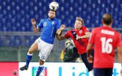 Nazionale a Coverciano in vista di Francia e Israele: Barzagli regala la maglia al Museo del Calcio