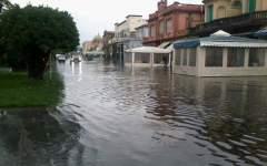 Maltempo, Viareggio: nubifragio allagata la passeggiata, problemi per la circolazione