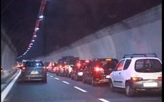 Autostrada A1 bloccata tra Bologna e Firenze. Tir in fiamme dopo Rioveggio