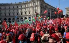 Dipendenti statali: in 4 anni persi 390 euro. Che vogliono recuperare con il nuovo contratto