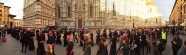 Firenze, convegno ecclesiale, le processioni dei delegati arrivano al Duomo (foto Firenze2015.it)