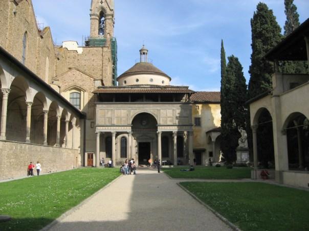il chiostro di Santa Croce con la Cappella dei Pazzi