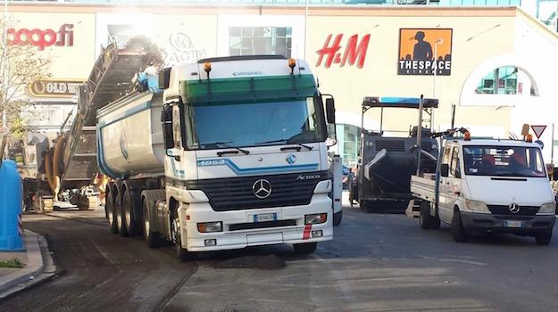Lavori stradali improvvisi bloccano l'accesso a via Villa Demidoff