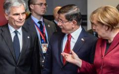 Bruxelles, accordo Ue - Ankara: 3 miliardi alla Turchia per bloccare l'ingresso dei profughi in Europa