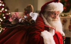 Pisa: Babbo Natale è morto e la Befana sta male. Polemica per lo spot di una ditta di calzature