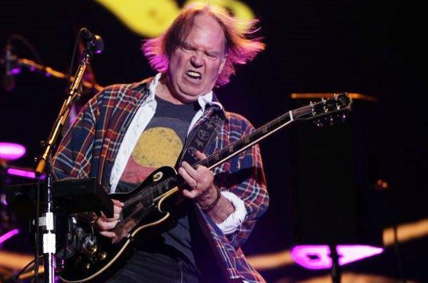 Neil Young, in concerto dal vivo a Lucca il 16 luglio 2016