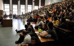 Firenze, Università: gli studenti contestano Renzi ma lui non c'è