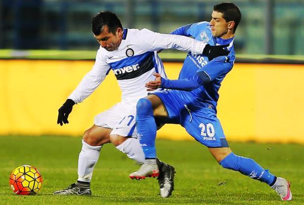 Empoli-Inter, Medel e Pucciarelli in azione