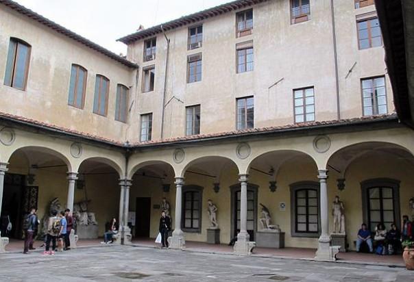 Il cortile dell'Accademia delle Belle Arti di Firenze