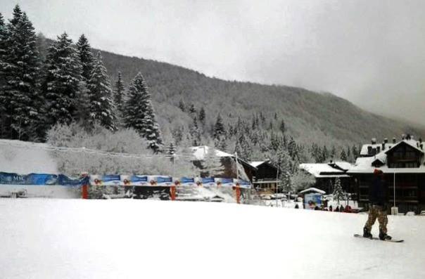 Neve all'Abetone, prima della tempesta di vento dell'11 gennaio (foto Facebook -  Multipass Abetone)