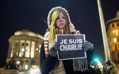 Charlie hebdo: la vignetta un anno dopo la strage. L'assassino in libertà