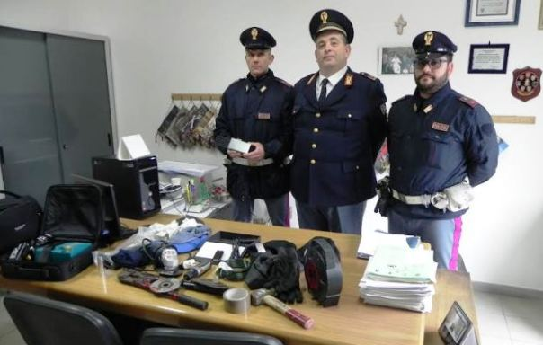 San Giovanni Valdarno, la Polstrada mostra gli oggetti da scasso sequestrati in A1