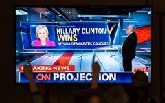 """Usa, primarie: Hillary Clinton vince di misura. E la corsa di Trump non viene frenata dalla """"scomunica"""" del Papa"""