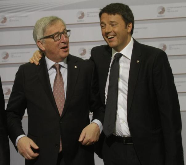 Italian Prime Minister Matteo Renzi (right) puts an arm around the shoulder of  President of the European Commission Jean-Claude Juncker during arrivals at Eastern Partnership Summit in Riga, Latvia, 22 May 2015.  ANSA/VALDA KALNINA