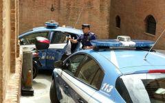 Lucca donna, aggredita e data alle fiamme: arrestato il dipendente di una cooperativa. Ha un braccio ustionato
