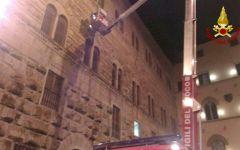 Firenze: allarme a Palazzo dello Strozzino per la caduta di una pietra dalla facciata. Verifica di stabilità