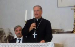 Pistoia: il vescovo, mons Tardelli, bacchetta i due parroci che offrono la chiesa per la preghiera dei musulmani. La confusione non facilita...