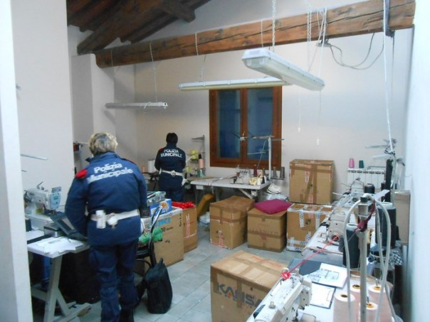 Laboratorio cinese sequestrato a Prato