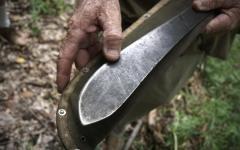 Siena: geloso dell'anziano che ospita la compagna come badante, lo minaccia col machete. Arrestato dai carabinieri