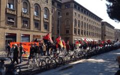 Firenze e Toscana, sciopero generale del 18 marzo: scuole aperte in ritardo, traffico caos durante il corteo di protesta, disagi nei traspor...