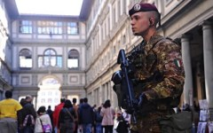 Firenze: borseggiatore seriale arrestato agli Uffizi. Dopo aver rubato un portafogli