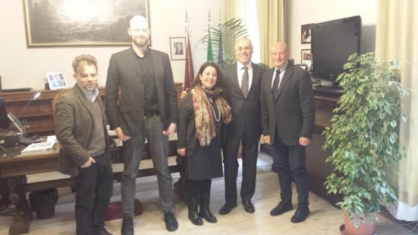 Nella foto, l'incontro dei giornalisti in Questura: da sinistra Leonardo Roselli, Tommaso Galligani, Silvia Gigli, il questore Raffaele Micillo e Sandro Bennucci (Foto Palinko)
