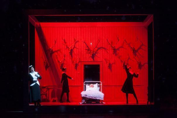 Una scena di «Iolanta» (foto Simone Donati - Terraproject - Contrasto)
