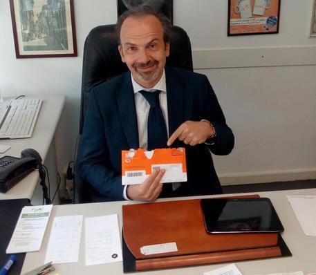 Lapo Cantini, 46 anni, è fra i primi, in Toscana, ad aver ricevuto la busta arancione