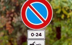 Contravvenzioni stradali, divieti di sosta: la Cassazione cancella l'appiglio per i ricorsi facili