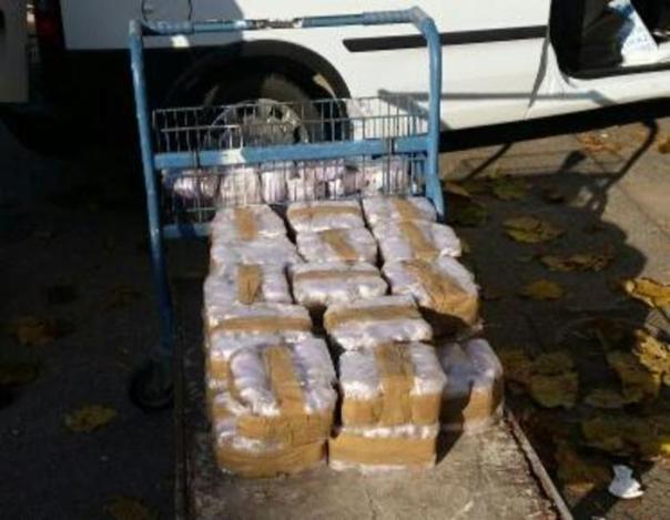 Droga: 60 kg hashish nascosti in furgone, un arresto