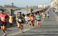 Firenze Marathon Vivicittà, in 5 mila di corsa. Vincono il keniano Kanda e la ruandese Mukasakindi