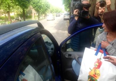 L'infermiera Fausta Bonino all'uscita dal carcere Don Bosco di Pisa