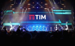 Firenze: vertenza Tim, mille in corteo da tutta la Toscana. I sindacati temono 500 esuberi