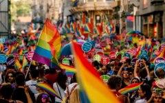 Gay pride, corteo a Firenze: ci sono anche il governatore Rossi e il sindaco Nardella