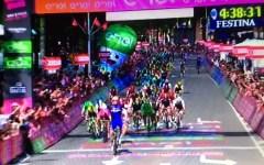 Giro d'Italia: seconda tappa al tedesco Kittel in volata. Dumoulin sempre maglia rosa