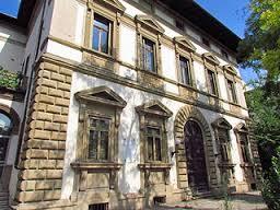 Villa Basilewsky, a Firenze, davanti alla fontana dei cogni della Fortezza da Basso