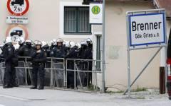 Migranti, Brennero: Vienna rafforza i controlli con altri 80 agenti. E accusa l'Italia di non mantenere le promesse