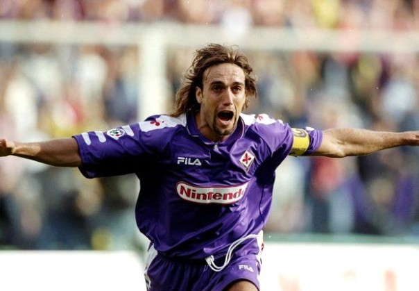 Gabriel Omar Batistuta, il mitico Bati-gol, l'attaccante più prolifico di tutti i tempi in maglia viola