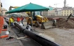 Firenze, voragine lungarno Torrigiani, l'autorità idrica accusa: incompleto il rapporto di Publiacqua