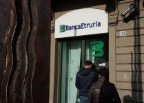 Uno sportello della banca Etruria a Pontedera (Pisa), 19 dicembre 2015. ANSA/FRANCO SILVI