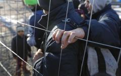 Prato: profughi sottopagati in aziende vinicole, 12 indagati
