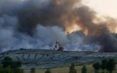 Pistoia: incendio domato nella discarica di Casalguidi-Serravalle. L'Arpat: non consumate frutta e verdura della zona