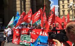Poste, Firenze: oltre 1000 lavoratori in piazza contro la privatizzazione